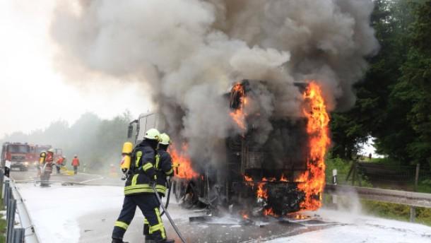 43 Kinder aus brennendem Reisebus gerettet