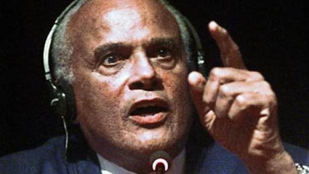 Harry Belafonte wirft Powell Verrat an der schwarzen Rasse vor