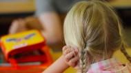 Auf Schulverweigerung der Eltern steht Haftstrafe