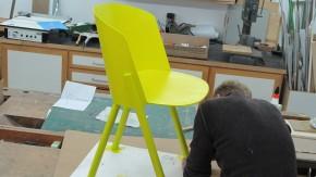 Designer stefan diez ein stuhl entsteht design faz for Holzstuhl bunt