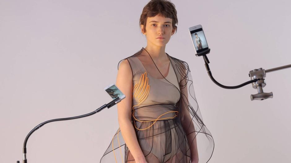 """Wie sich das wohl anfühlt? Der Entwurf des russischen Labels """"Ónoma"""" war auf der digitalen Fashion Week Russia zu sehen."""