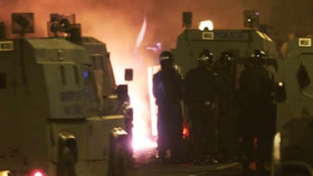 Wieder schwere Ausschreitungen in Belfasts Norden