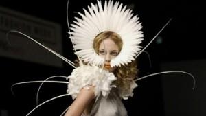 London Fashion Week feiert die Rückkehr des Glamour