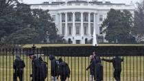 Mitarbeiter des Secret Service suchen vor dem Weißen Haus nach weiteren verdächtigen Gegenständen.