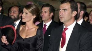 Felipe und Letizia auf dem Thron und Santa Claus mit Durchblick