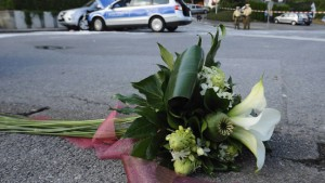 Auto rast in Festumzug: Zwei Tote, 51 Verletzte