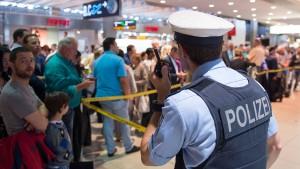 Passagier in Eile löst Großalarm am Kölner Flughafen aus