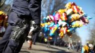 Die Bundespolizei setzt an Karneval Hunderte zusätzliche Beamte ein (Archivbild).