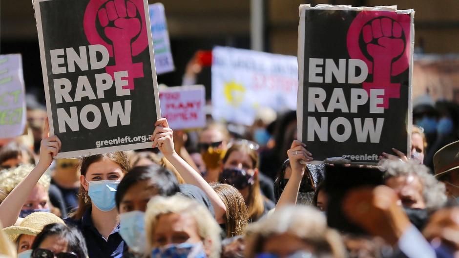 Zehntausende Frauen gingen in Australien (unser Bild ist in Sydney aufgenommen) gegen sexuelle Gewalt auf die Straße.
