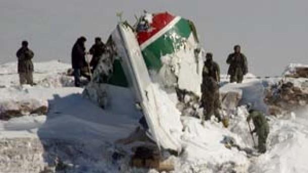 Nach Flugzeugabsturz 104 Leichen geborgen