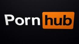 Tauber Mann verklagt Pornoseiten wegen fehlender Untertitel