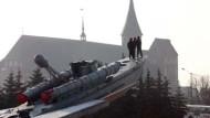 Zwei Symbole einer Stadt mit doppeltem Boden: Der Dom und das Torpedoboot