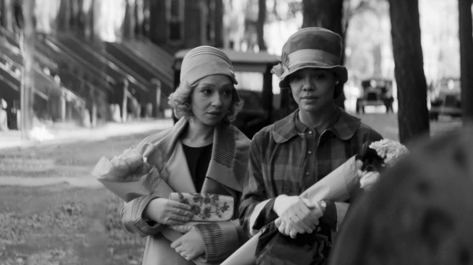 """Identitätssuche im New York der zwanziger Jahre: Ruth Negga (links) und Tessa Thompson in """"Passing"""""""