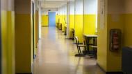 Verwaist: So leer wie dieser Schulflur sind oft auch die Chefetagen. Rektorenstellen sind unattraktiv.