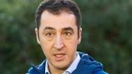 Den Grünen-Parteichef Cem Özdemir, der zu den Initiatoren der Armenien-Resolution gehört, erreichten zahlreiche Morddrohungen.