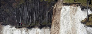 Die Kreidefelsen auf der Ostsee-Insel Rügen, aufgenommen am Samstag. Eine Touristin aus Hamburg ist dort in den Tod gestürzt.