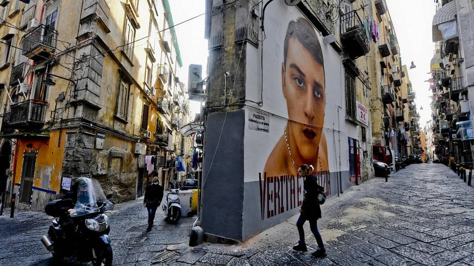 Soll übermalt werden: Noch erinnert dieses Wandgemälde im Quartieri Spagnoli an Ugo Russo, der bei einem missglückten Raubüberfall erschossen wurde.