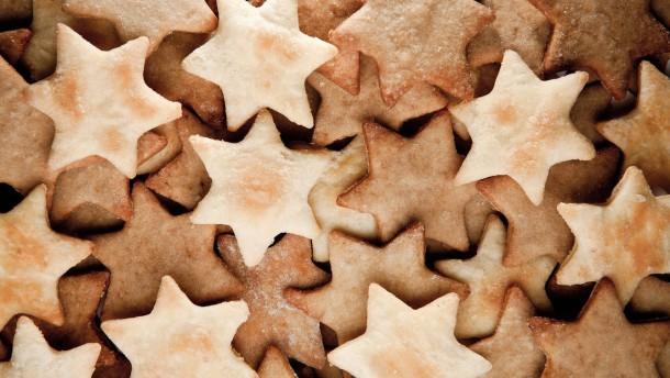 Weihnachtsplätzchen - sind vorwiegend süße Backwaren, die ursprünglich, vor allem im Dezember, in der Adventszeit (ab dem vierten Sonntag vor Weihnachten) hergestellt und gegessen werden