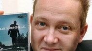 Sebastian Krumbiegel ein Jahr nach dem Skinhead-Überfall