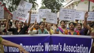 "Aktivistinnen der Gruppe ""All India Democratic Women's Association"" protestieren am Mittwoch in Kerala."