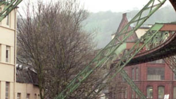 Archiv: Prozess um Absturz der Wuppertaler Schwebebahn muss neu aufgerollt werden