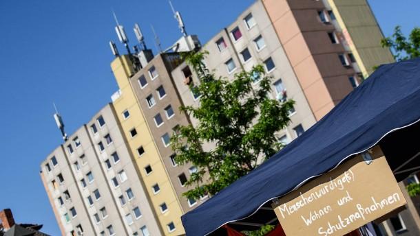 Mehrere Polizisten bei Einsatz an Quarantäne-Hochhaus verletzt