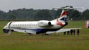 Hannover: Flugzeug rollt über Landebahn hinaus