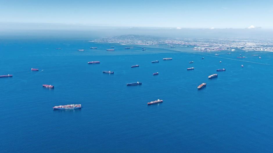 Still ruhen die Schiffe: Stau vor dem Hafen von Los Angeles. Nur eines von vielen Problemen in der Schifffahrt.