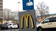 Auf dem Parkplatz des Schnellrestaurants in Offenbach hatte sich Mitte November die tödliche Attacke auf Tugce A. ereignet.