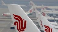 Flugzeuge der Linie Air China am Flughafen von Peking. Gegen die Fluggesellschaft sind Rassismusvorwürfe laut geworden.