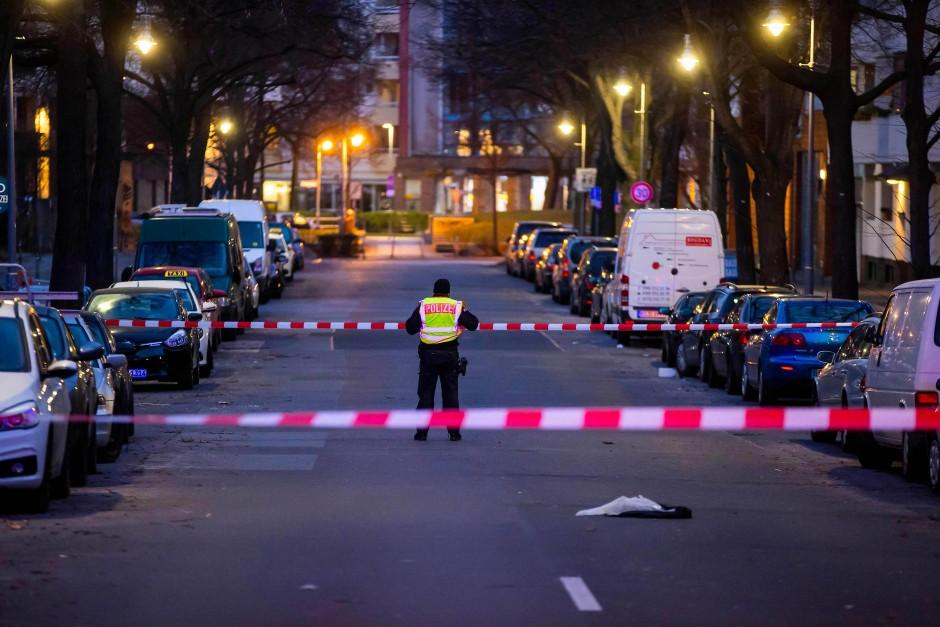 Die Polizei sperrte den Bereich um den Tatort weiträumig ab.