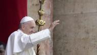 Papst spricht Segen Urbi et Orbi