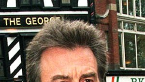 Ex-Beatle George Harrison kämpft um sein Leben