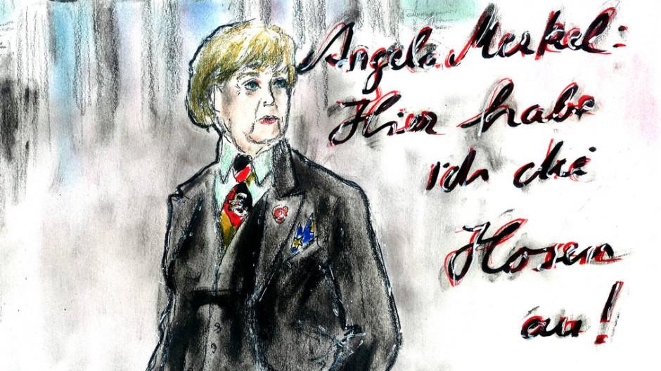 """Die ewige Kanzlerin hätte es ja gar nicht nötig, so nett zu den anderen zu sein. Das wusste auch Karl Lagerfeld. Auch zu einer Ausgabe über Männer fiel Karl Lagerfeld 2014 etwas ein: nämlich eine Frau. Was heißt eine Frau? Die Frau! Lagerfeld, der Angela Merkel schon als Flamenco-Tänzerin in Szene gesetzt und sie in Überlebensgröße dem französischen Präsidenten gegenübergestellt hatte, arbeitete hier ihre eigentliche Rolle heraus: """"Sie ist der Boss"""", sagte der Modeschöpfer. Ihre Insignien scheint die mit dem Habitus eines Mannes ausgestattete Bundeskanzlerin voller Stolz zu tragen: den schwarz-rot-goldenen Schlips, die Krawattennadel mit dem Euro-Symbol, die Europa-Fahne als Einstecktuch, die Blume im Knopfloch als Erinnerung an die SPD und das grünliche Hemd als Mahnung, dass es eine Partei mit solcher Farbe ja auch noch gibt. Eigentlich hätte die ewige Kanzlerin es gar nicht nötig, so nett zu den anderen zu sein. Aber wer weiß: Vielleicht gehören die symbolischen Grüße zu einer Machttechnik, die andere Männer gar nicht beherrschen. (kai.)"""