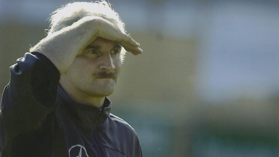 WM 2002: Teamchef Rudi Völler führt die deutsche Elf auf Platz zwei.