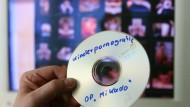 Knapp 9000 Fälle des Besitzes und der Beschaffung von Kinderpornographie deckte die Polizei 2007 in Deutschland auf