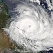 Ein Satellitenbild der NASA zeigt den Wirbelsturm Debbie am Montag über der Küste des australischen Bundesstaates Queensland.