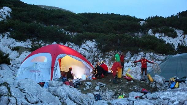 Rettungsaktion nach Höhlendrama zieht sich hin