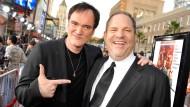"""Quentin Tarantino (links) und Harvey Weinstein im Jahr 2009 bei der Premiere von """"Inglorious Bastards"""" in Hollywood"""