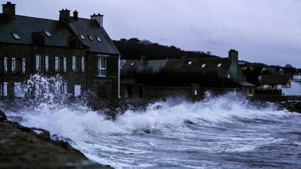 Hurrikanartige Böen fegen über Teile Großbritanniens hinweg