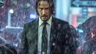 Melancholischer Auftragskiller: Als Actionheld John Wick kämpft Keanu Reeves diesmal mit Pferden, Fäusten und Motorrädern gegen seine Gegner.