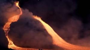 Ätna spuckt Lava, Erdbeben erschüttert Sizilien