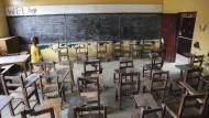 leeres klassenzimmer die schulen in liberia bleiben wegen der ebola epidemie geschlossen Ebola Epidemie: 100 Millionen Dollar gegen die Seuche