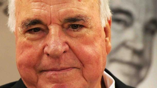 Kohl kritisiert Veröffentlichungen über sein Privatleben
