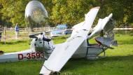Kleinflugzeuge stoßen zusammen