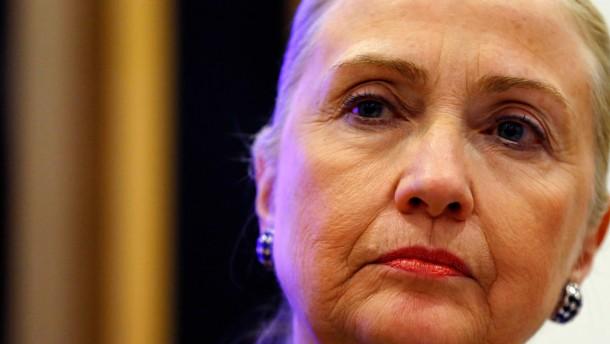 Außenministerin Clinton weiter im Krankenhaus