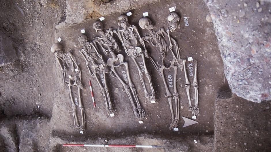 """Pestfriedhof: Auf dem """"East Smithfield"""" in London wurden viele Opfer des Schwarzen Todes begraben"""