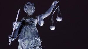Geburtshelfer in Frankreich wegen Vergewaltigung verurteilt