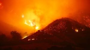 Winde fachen Feuer in Kalifornien weiter an