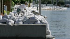 Erster Damm am Mississippi gebrochen